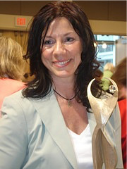 Susan Leger Ferraro receives the Athena Award