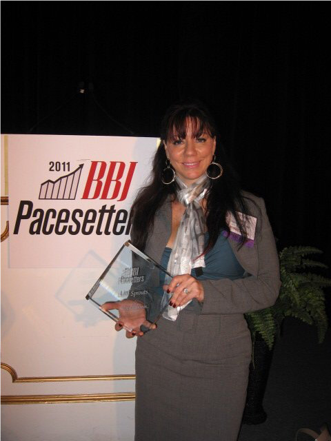 Susan Leger Ferraro receives 2011 Boston Pacesetters Award.